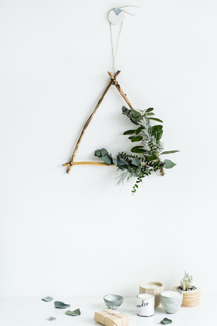diy-foraged-triangle-christmas-wreath-22