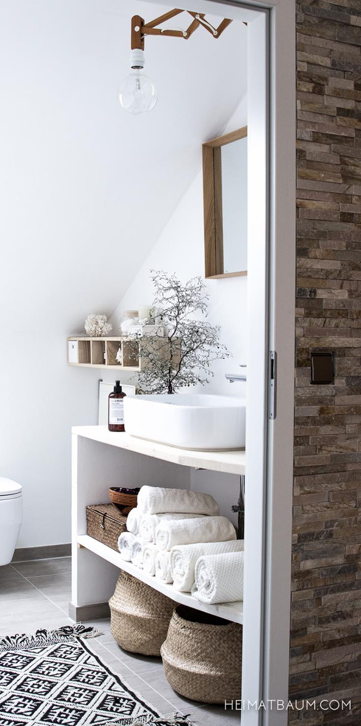 heimatbaum_white_bathroom_2-768x1541